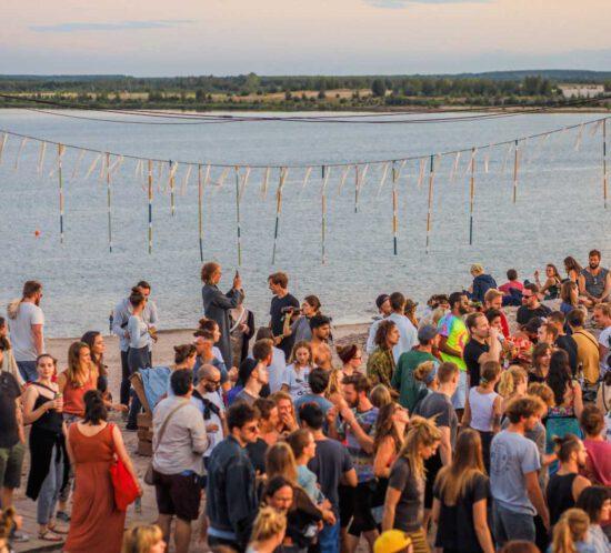 Dancefloor am Strand auf dem Artlake Festival