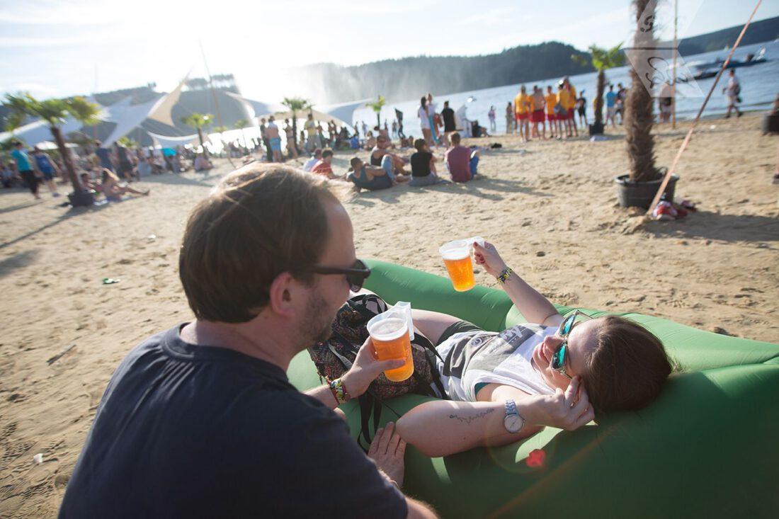 SonneMondSterne Bier am Strand