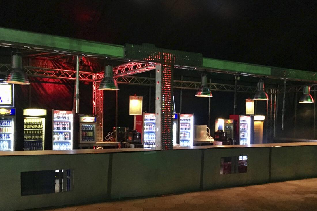 SonneMondSterne Bar im Maincircus spielfertig mit Kühlschränken